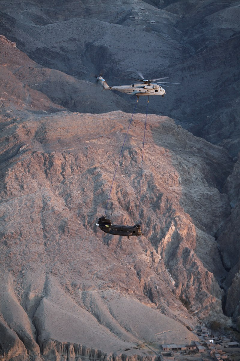 USMC CH-53E recovering a disabled US Army CH-47 Chinook in eastern Afghanistan, 2010..jpg
