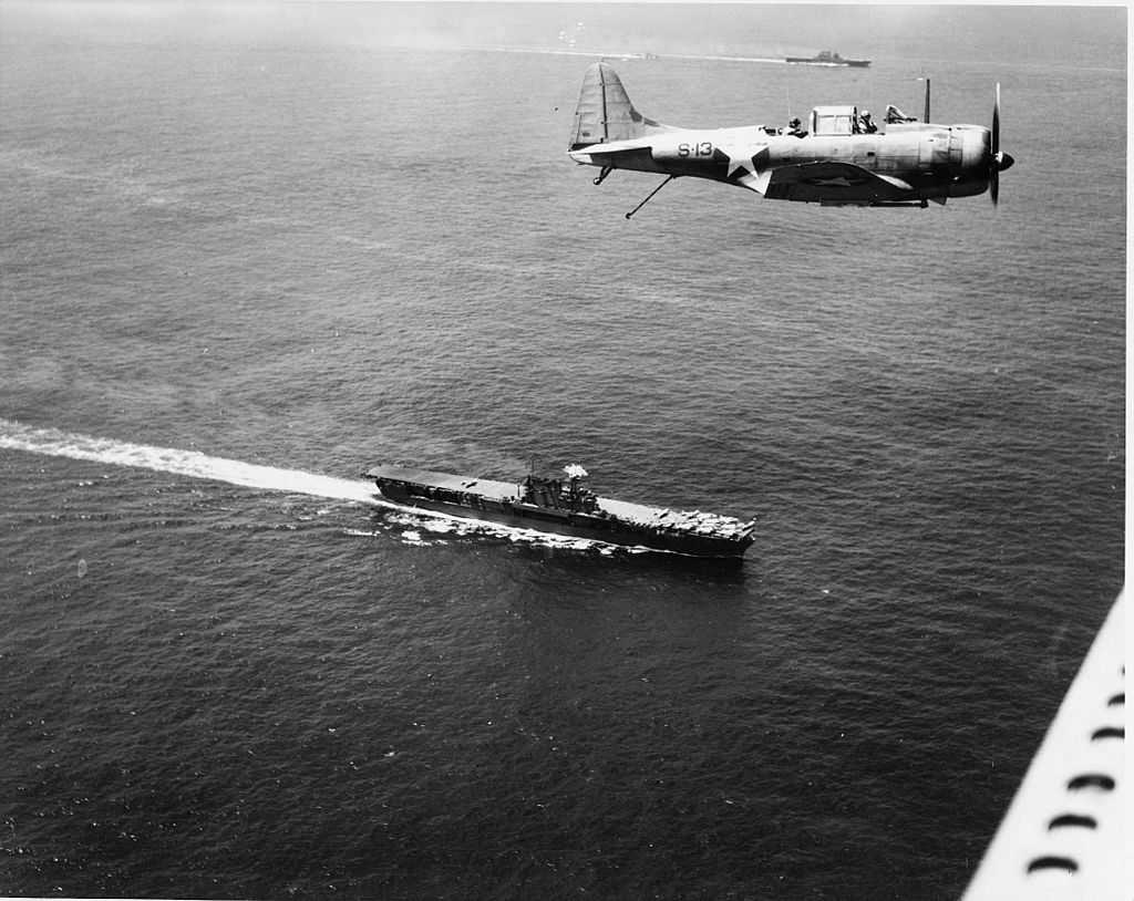 Douglas_SBD_flies_over_USS_Enterprise_(CV-6)_and_USS_Saratoga_(CV-3)_on_19_December_1942.jpg