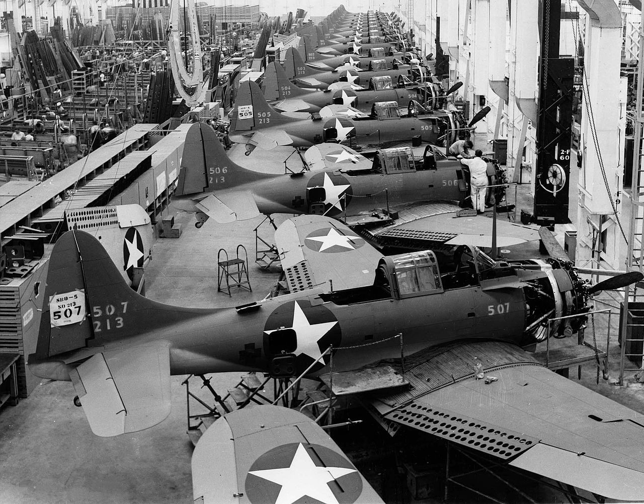 SBD-5 production at El Segundo, 1943.jpg