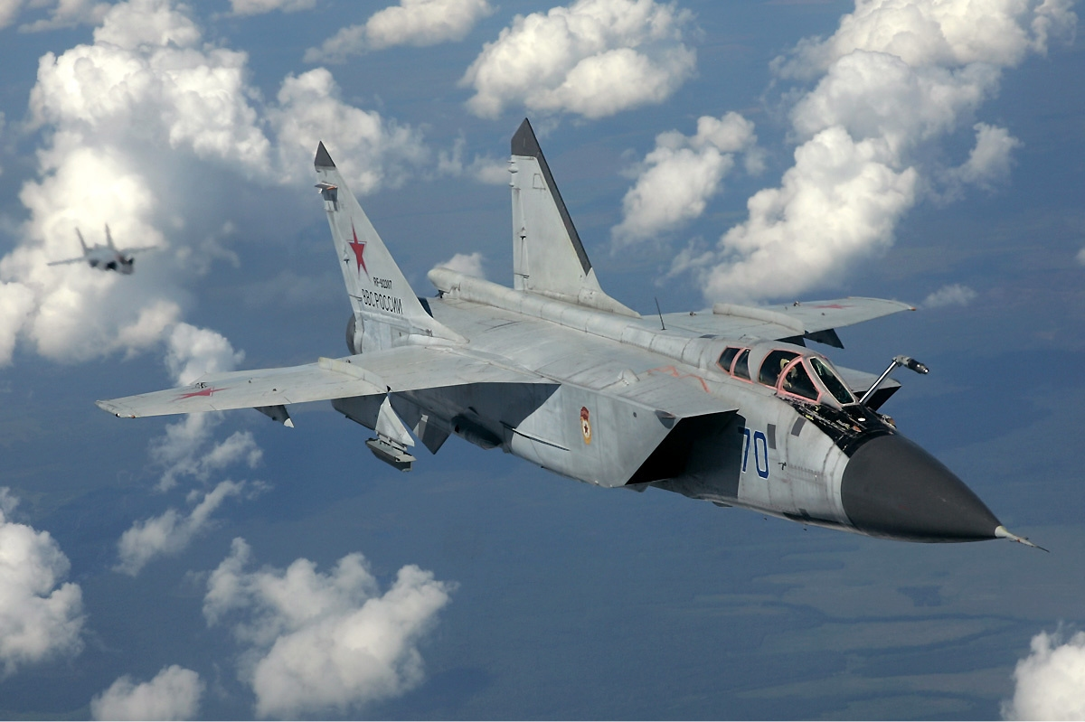 Russian_Air_Force_MiG-31_inflight_Pichugin.jpg