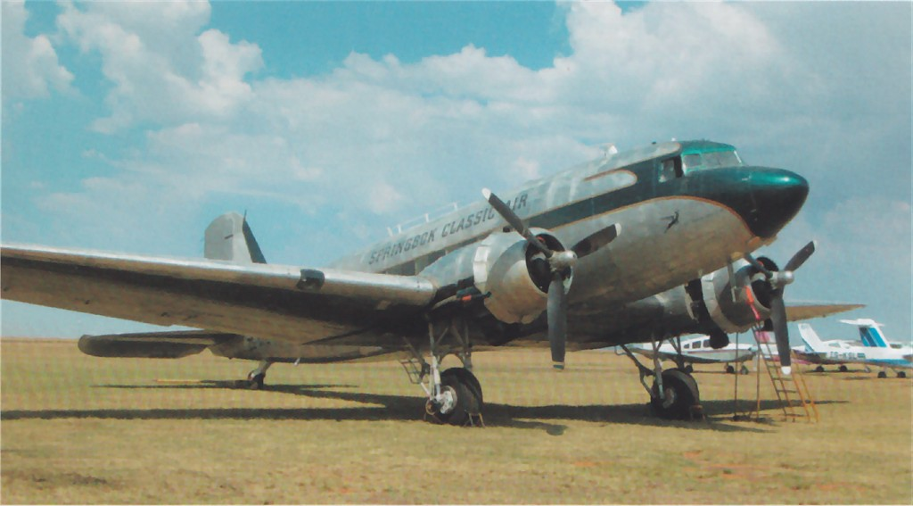 US 1942-092157 C-47A 2009-09 to UK FL565 Douglas DakotaMkIII to ZS-NTE Rand FlippieVermeulenPhoto.jp