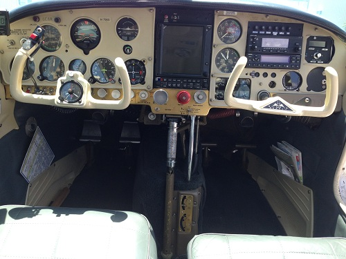 Cockpit Mooney M20E.jpg