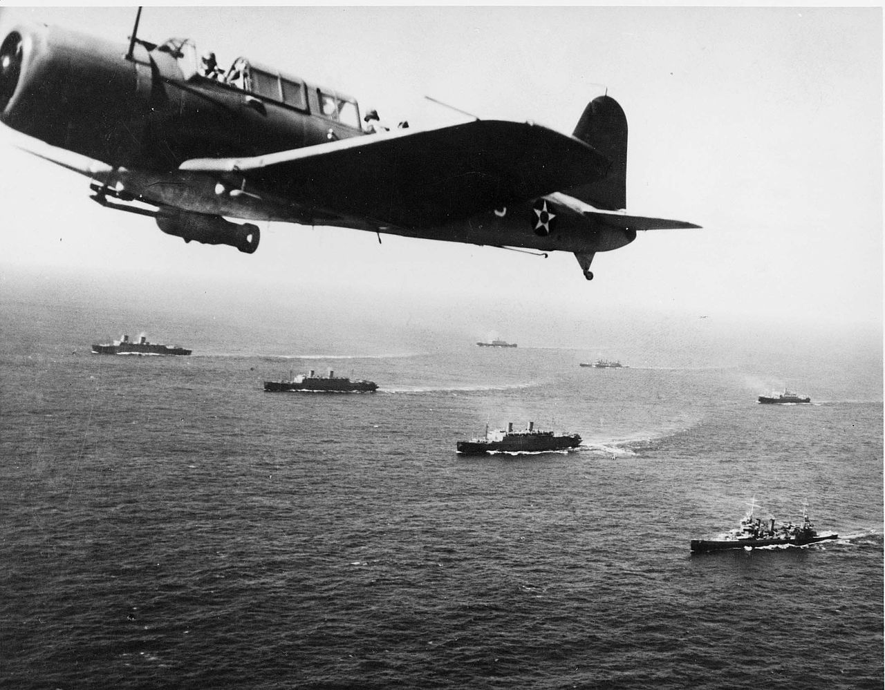 Convoy_WS-12_en_route_to_Cape_Town,_1941.jpg